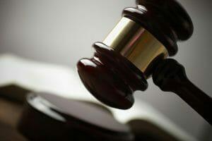 Wat zijn de boetes en straffen voor rijden onder invloed?
